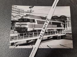 SNCF : Photo Originale M DAHLSTROM 12,5 X 17,5 : Locomotive Diesel CC 72056 à PARIS CHAROLAIS (75) En 06/1982 - Treni