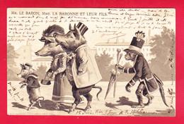 Animaux-524Ph54 Carte Gaufrée, Mr Le Baron, La Baronne Et Leur Fils, Cochons Humanisés, Un Singe, Cpa Précurseur - Cerdos