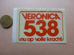 STICKER  VERONICA  538  NU OP VOLLE KRACHT - Stickers