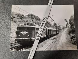 SNCF : Photo Originale Anonyme 12,5 X 17,5 : Locomotive électrique BB 8504 En Tête D'une Rame OCEM - Treinen