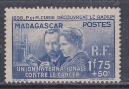 Madagascar N° 206  X Pierre Et Marie Curie, Trace De Charnière Sinon TB - Unused Stamps