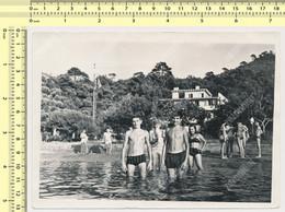 1966 REAL PHOTO Ancienne, Beach Scene, Swimsuit Guys Girls Plage Jakljen Croatia Photo ORIGINAL - Anonyme Personen