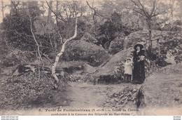 D77  Forêt De FONTAINEBLEAU  Entrée Du Chemin Conduisant à La Caverne Des Brigands Au Bas Bréau - Fontainebleau