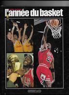 """LE  LIVRE  L ' ANNEE  Du  BASKET   """"  ANNEE  1993 . """"  -  THIERRY  BRETAGNE   -  CALMANN  LEVY - Sport"""