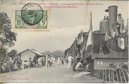 GUINEE  Inauguration Du Chemin De Fer -  Arrivée Dans Une Station (petite Gare Provisoire ?) - French Guinea