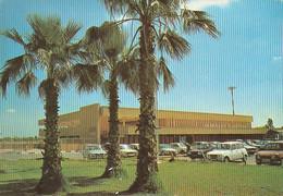 Carte Postale. Maroc. Marrakech. Aéroport. Voitures. Palmiers. Etat Moyen. - Aerodromes