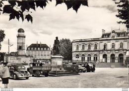 D19  BRIVE LA GAILLARDE  Place Molière  ....... Vieilles Voitures 4CV Traction Etc .. - Brive La Gaillarde