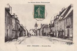 PESMES (Haute-Saône) - Grande Rue. Edition CLB, N° 2363. Circulée. Bon état. - Pesmes