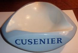 Cendrier Cusenier Ambassadeur En Céramique - Otros
