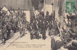 28 /  Droué   : Défilé Se Rendant à L'inauguration Du Monument Aux Morts  ///  Ref. Déc. 20 ///  BO. 28 - Other Municipalities