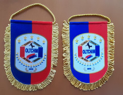 2x Different  Pennant Handball Club OLTCHIM Valcea Romania 14x18cm - Handball