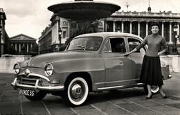 Automobile, Voiture De Tourisme: SIMCA, L'Aronde Surbaissée 1955, Berline De Luxe - Turismo