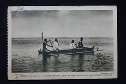 POLYNÉSIE - Carte Postale - Un Père Des Sacrés Cœurs De Picpus Va Porter Le St Viatique à Un Malade En Pirogue - L 82256 - French Polynesia