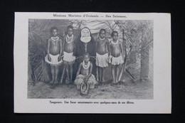 SALOMON - Carte Postale - Tangarare - Une Sœur Missionnaire Avec Quelques Unes De Ses élèves - L 82262 - Solomon Islands