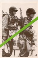 NEWHAVEN * JUIN 1944 * 2 SOLDATS AMERICAINS EMBARQUENT AVEC LEUR EQUIPEMENT EN VUE DU DEBARQUEMENT ALLIE * - War 1939-45