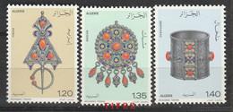 Année 1978-N°693/695 Neufs**MNH :  Bijoux Traditionnels : Broche, Fibule, Chevillère - Algeria (1962-...)