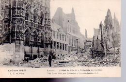 REF 536 CPA Belgique Louvain Hotel De Ville Et La Cathédrale Bombardée - Otros