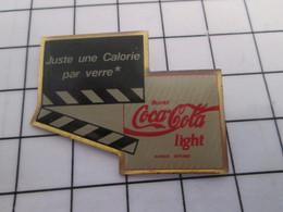 1415B Pins Pin's / Rare & Belle Qualité THEME COCA-COLA / LIGHT CLAP DE CINEMA - Coca-Cola