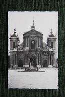 VERSAILLES - La Place Avec La Statue De L'Abbé De L'épée Et La Cathédrale ST LOUIS - Versailles