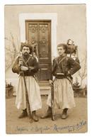 CPA 3010 - MILITARIA - Carte Photo Militaire - SATHONAY - Zouaves En Tenue De Campagne - Les Frères MAURICE De VIRIAT ? - Personen