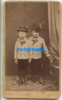 149947 REAL PHOTO COSTUMES TWO BOY WITH A HAT PHOTOGRAPHER STROMEYER 6 X 10 CM NO POSTAL POSTCARD - Photographs