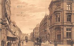 ANGLETERRE - CHELTENHAM - High Street - Une Rue - Tramway - Cheltenham