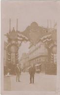 Carte Photo à Identifier : Décoration Arc De Triomphe à L'entrée De La Ville Ou Village - To Identify