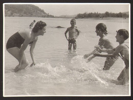 Three Boys And Woman On Beach Old Photo 12x8 Cm #31834 - Anonyme Personen