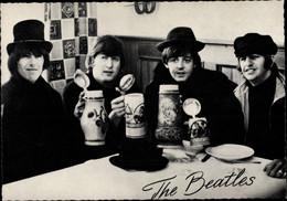 CPA Musikgruppe The Beatles, John, Paul, George, Ringo, Bierkrüge - Historical Famous People