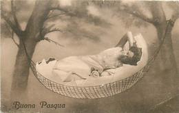 Surréalisme , Femme Sortant D'un Oeuf Dans Un Hamac  , * 351 93 - Women