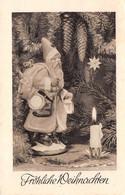 Carte Postale Fantaisie De NOËL - PERE  NOËL Près Du SAPIN Sujet Figurine En Plâtre WEIHNACHTEN-Briefmarken - Santa Claus