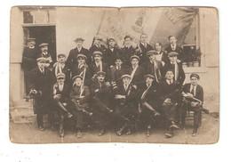 Carte Photo Originale 36 VATAN  Conscrits De Vatan Jeunes Hommes Drapeaux 4 Mars 1922 - Sonstige Gemeinden