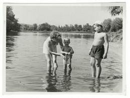 Family On Beach Man Woman Boy Girl Swimsuit Semi Nude Homme Femme Garçon Fille Maillot Semi Nu Original Photo *5093D - Anonymous Persons