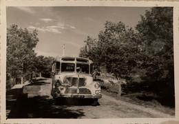 Valensole - Le Val D'asse - Belle Photo Ancienne - Autobus Bus Autocar Car Ancien De Marque ? - Autres Communes