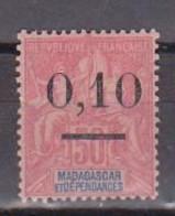 MADAGASCAR       N°  YVERT   53(II)  Pli Au Dos  NEUF AVEC CHARNIERES   (Charn 2/35 ) - Nuevos