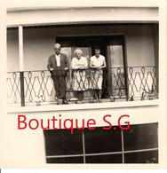 Photo Personne Homme Femme Balcon Famille Exterieur  9x9 Cm - Personas Anónimos