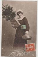 FEMME 1306 ; Joyeuse Année , Neige , Cadeaux , Sapin : édit. Zita N° 7013 - Mujeres