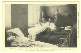 A0048[Postkaart] 3 Mineurs échappés ... Une Heure Après Leur Délivrance - Courrières, 30 Mars 1906 (Th. Pauwels) - Other Municipalities
