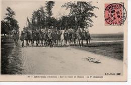 ABBEVILLE - SUR LA ROUTE DE ROUEN - LE TROISIEME CHASSEUR - Abbeville