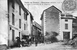 BEAUVEZER (Alpes De Hautes-Provence) - La Poste à L'arrivée De La Diligeance. Edition C F . Circulée En 1908. Bon état. - Other Municipalities