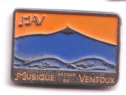 R73 Pin's MUSIQUE AUTOUR DU VENTOUX MAV Média Radio Vaucluse Provence Achat Immédiat - Medios De Comunicación