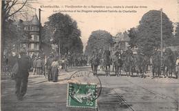 CHARLEVILLE - Manifestation Du 12 Septembre 1911, Contre La Cherté Des Vivres - Gendarmes Et Les Dragons - Charleville