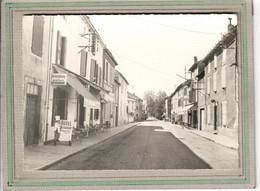 CPSM Dentellée - (12) AGUESSAC - Aspect De L'Hôtel-Restaurant-Kronenbourg Sur La Route Nationale En 1960 - Other Municipalities
