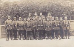 AK Foto Gruppe Deutsche Soldaten Mit Gewehren - Photograph Kofahl, Königsbrück I. Sachsen - 1. WK  (53323) - Weltkrieg 1914-18