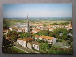 CP 17 Charente Maritime  ARCHIAC  - Vue Générale  , L'église  Vers 1970 - Other Municipalities