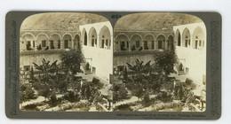 Palestine ~ TIBERIAS ~ Court Of An Oriental Inn Stereoview Upsa85a - Stereoscoop