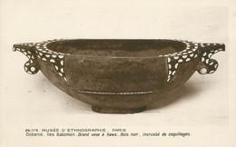 "CPA OCEANIE ""Iles Salomon, Grand Vase à Kawa"" / ARCHEOLOGIE - Solomon Islands"