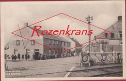 Het Hoekje Snaeskerke - Snaaskerke (Diksmuide) - Spoorweg Overgang Geanimeerd Cafe De La Station (In Zeer Goede Staat) - Diksmuide