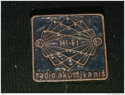 Badge Z-37 - RADIO AKUSTIKA NIS, HI FI, SERBIA, ACOUSTIQUE - Media