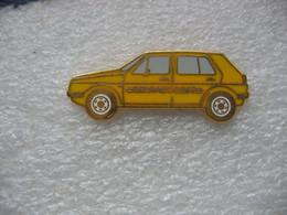 Pin's D'une Golf Série 1 (Wolkswagen) De Couleur Jaune - Volkswagen